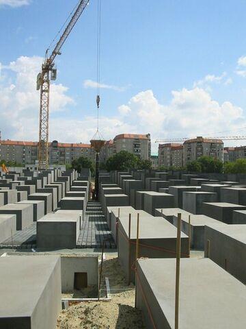 Datei:Holocaustdenkmal im Bau (August2004).jpg