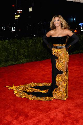 File:Beyonce MET Gala 3.png