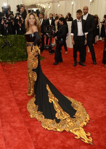 File:Beyonce MET Gala 10.png