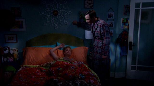 File:S6EP02 - Sheldon in Penny's bedroom.jpg