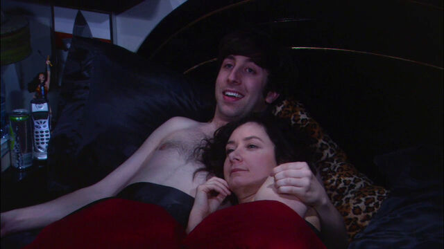 File:Howard and Leslie in bed.jpg