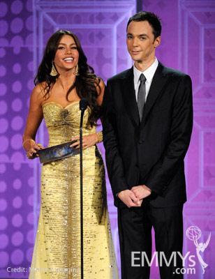 File:2010 Emmy Jim Parsons with Sofia Vergara2.jpg