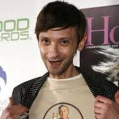 DJ Qualls on set