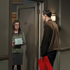 Sheldon gives Amy an apology gift.