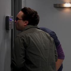 Leonard and Sheldon trying the scanner.