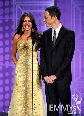 File:2010 Emmy Jim Parsons with Sofia Vergara.jpg