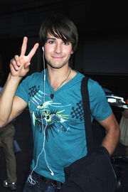 James maslow peace sign