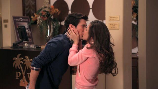 File:Logan-and-Camille-kissing-big-time-rush-14626492-1280-720.jpg