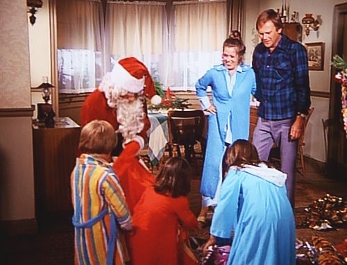 File:A Bionic Christmas Carol - The Crandall family with Santa Claus.jpg