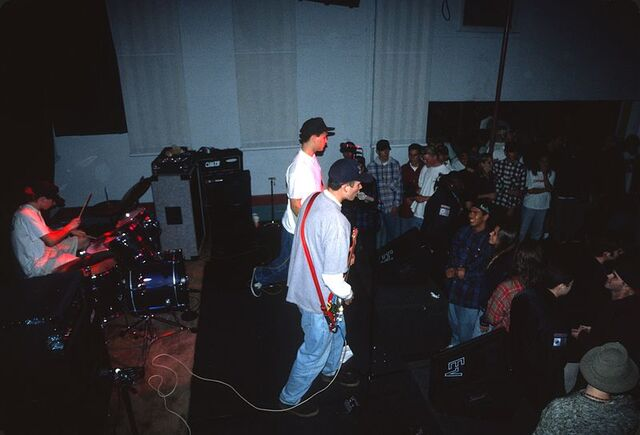 File:Early Blink-182 show at the Soul Kitchen.jpg