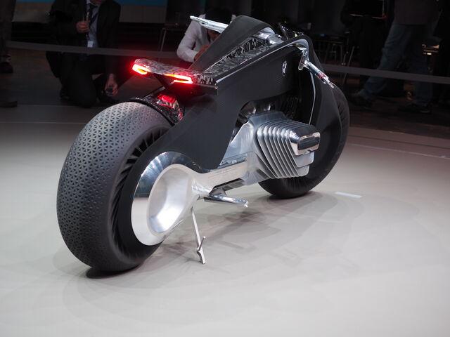File:BMW Motorrad Vision Next 100-06.jpg