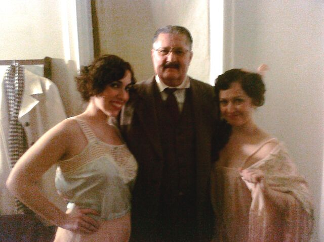 File:Sara, Bob & Amy on the Set of Boardwalk Empire 2010.jpg