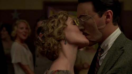 File:Richard-Harrow-gets-kissed.png