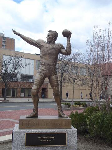 File:Harryagganis statue.jpg