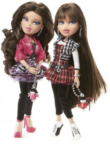 File:Phoebe and Roxxi dolls - Twiins.jpg