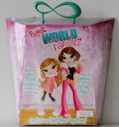 Bratz World Familiez Yasmin & her mom Portia Back