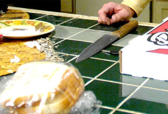 File:Ep3 06 knife.jpg