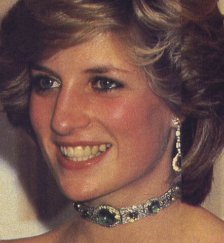 File:Diamond and Emerald Art-Decor Choker.jpg