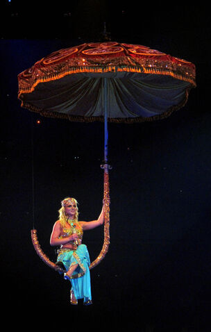 File:The-circus-starring-britney-spears-tour-20.jpg