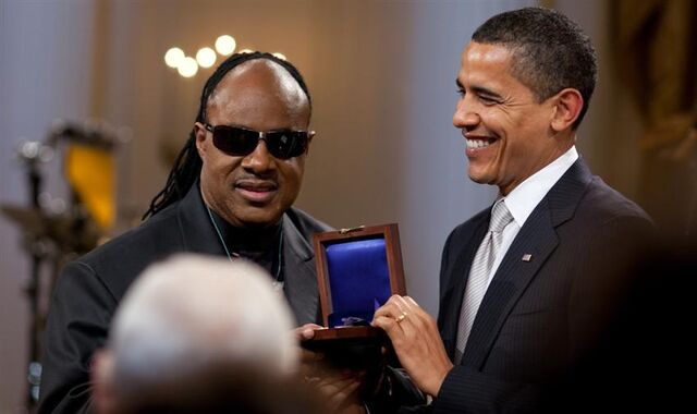File:Barack Obama presents Stevie Wonder with Gershwin Award 2-25-09.jpg