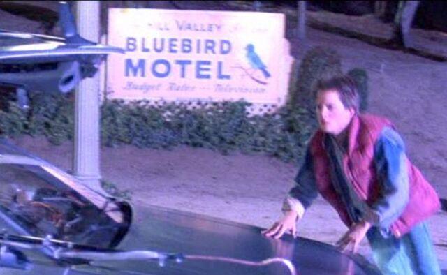 File:Bluebird Motel Sign.jpg