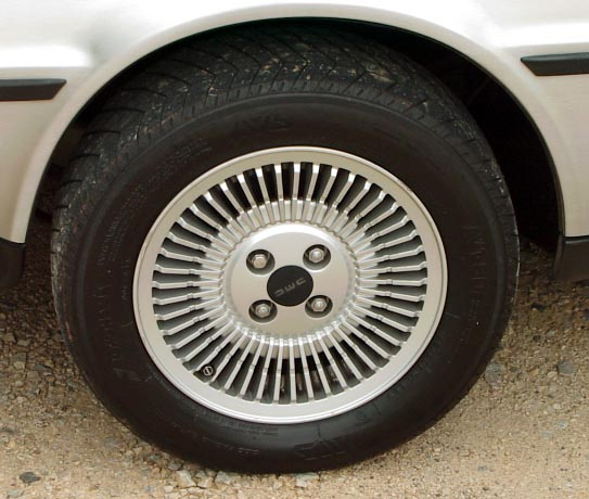File:Mid 1981 De Lorean silver wheel.JPG
