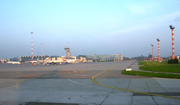 Fișier:Aeroportul International Henri Coanda.jpg