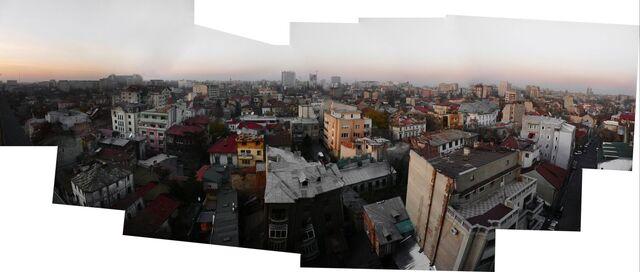 Fișier:On a rooftop in Bukresh-4625.jpg