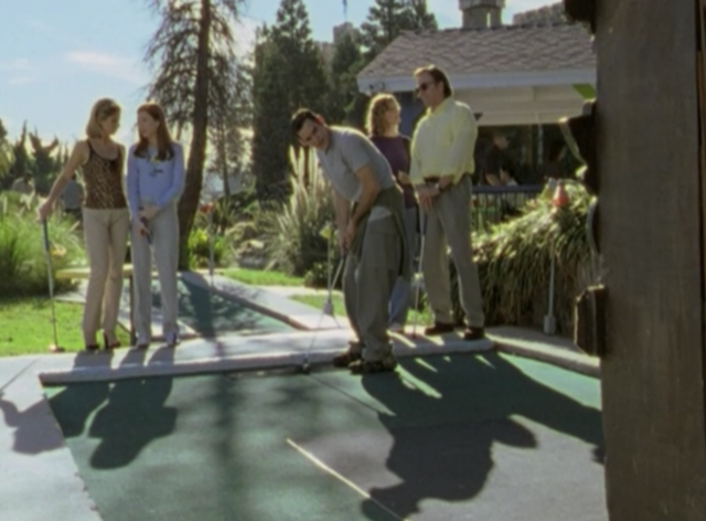 File:Buffy the vampire slayer miniature golf-650x479.png