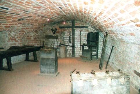 檔案:Burg-Penzlin-Folterkeller.jpg