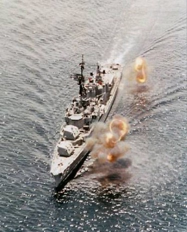檔案:DD-729 shore bombardment 1969.jpg