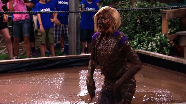 File:Pilot (Emma covered in mud).jpg