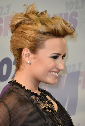 File:Demi-Lovato-102.7-KIIS-FM-Wango-Tango-2013-Carson-4.jpg