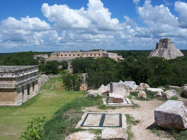 File:Uxmal01-panorama.jpg