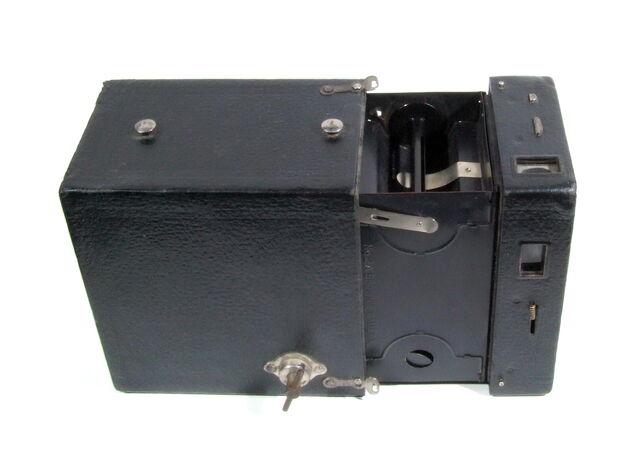File:Kodak Brownie 03.JPG