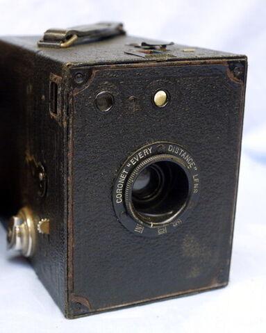 File:Coronet-box-vintage-camera-4.99-25892-p.jpg