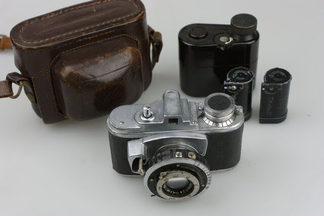 File:Photavit II Meyer Primotar f2,8-42,5mm Compur 1.jpg