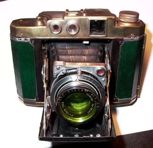 File:Z99 Mamiya Six lll Green jade Brassed dec 3 2013 Darker.jpg