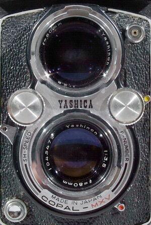 Yashica-D 02