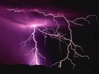 Night-thunder-storm-lightning