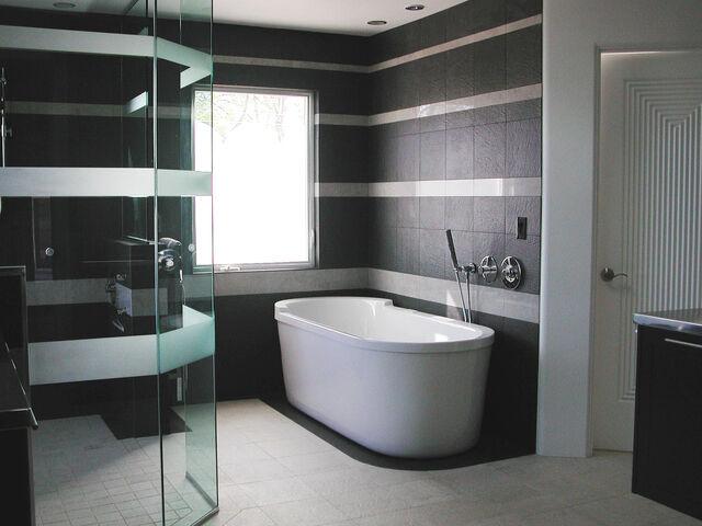 File:Alfred's Bathroom.jpg
