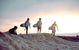 Beach-breaking-dawn-dawn-friendship-hipster-Favim.com-363988