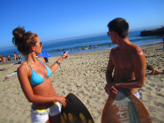 Beach-body-boy-brunette-bun-Favim.com-431637