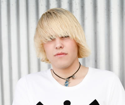 File:Blonde-emo-guy-hair-12.jpg