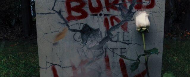 File:Carrie (2013) Theatrical Ending.jpg