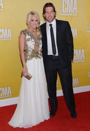 Carrie+Underwood+46th+Annual+CMA+Awards+Arrivals+bjHBSaDHwi5l