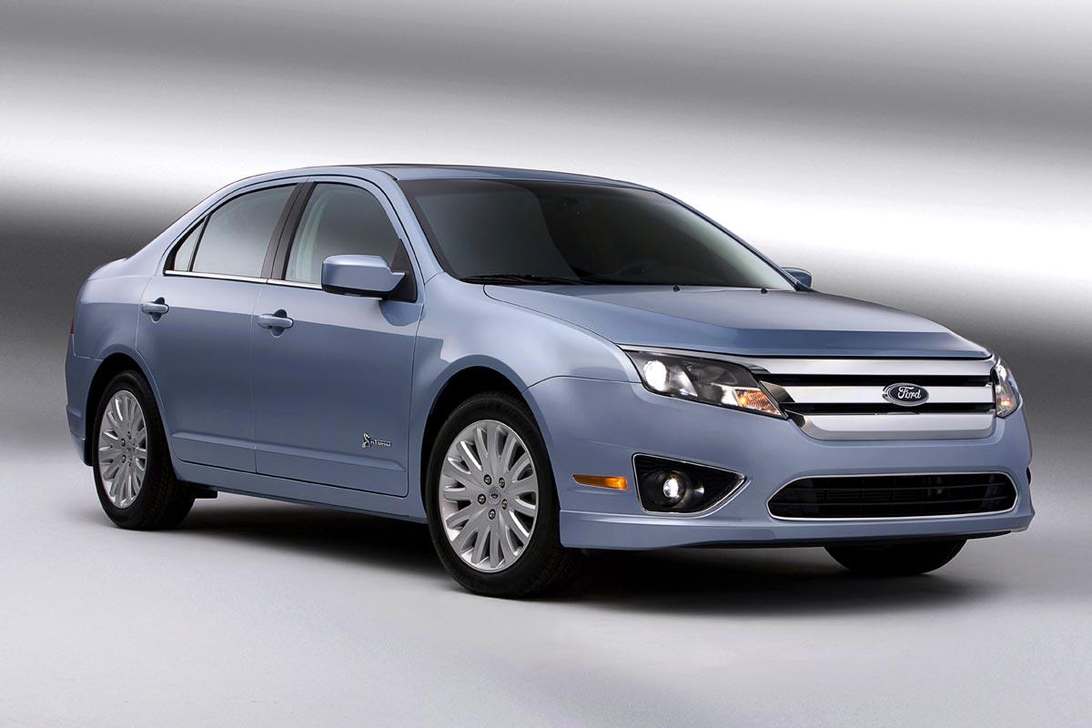 2010-Ford-Fusion-Hybrid-lightblue