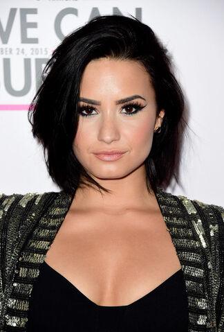 File:Demi Lovato Short Hairstyles Bob uZJd Gn9VTzl.jpg