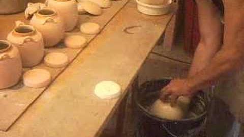 SIMON LEACH - glazing teapots