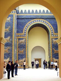 Pergamonmuseum Babylon Ischtar-Tor.jpg